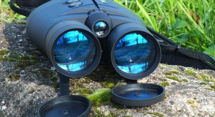 Fog proof binocular