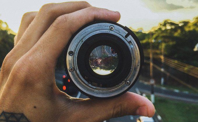 Lens zoom in