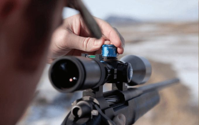 Adjusting rifle scope