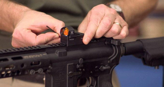 Mounting the razor dot sight