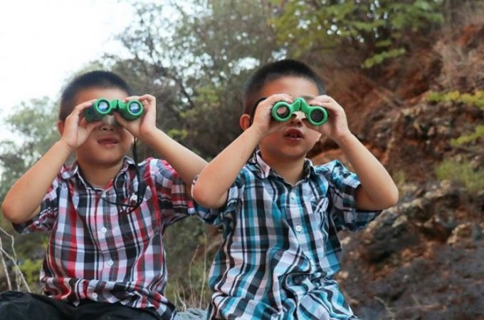 2 kids with binoculars