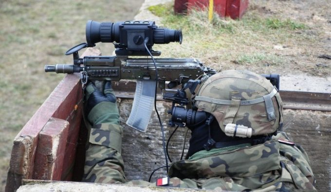 Soldier aiming through thermal scope