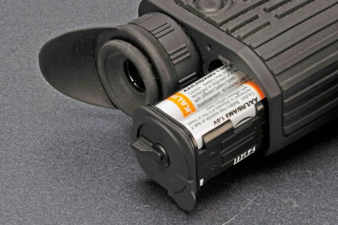 Thermal scope battery compartment