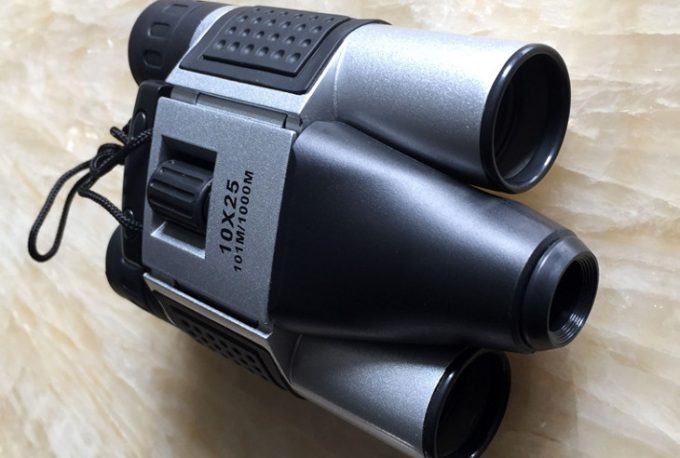 Binoculars with hidden cam