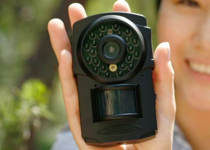 Compact wireless trail camera