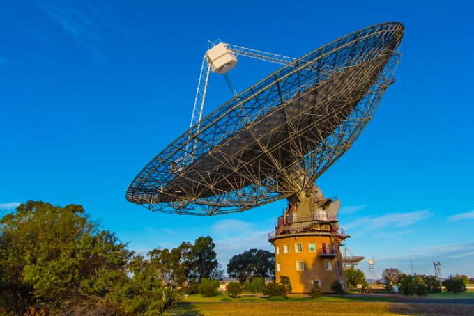 Radio telescope receiving signals