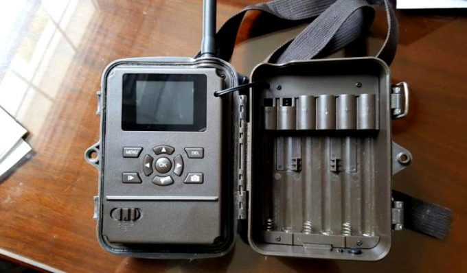 Replacing battery of trail cam