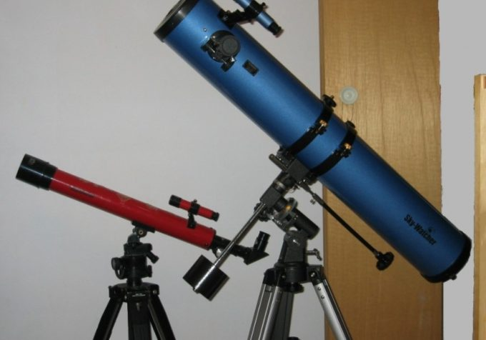 telescopes on tripods