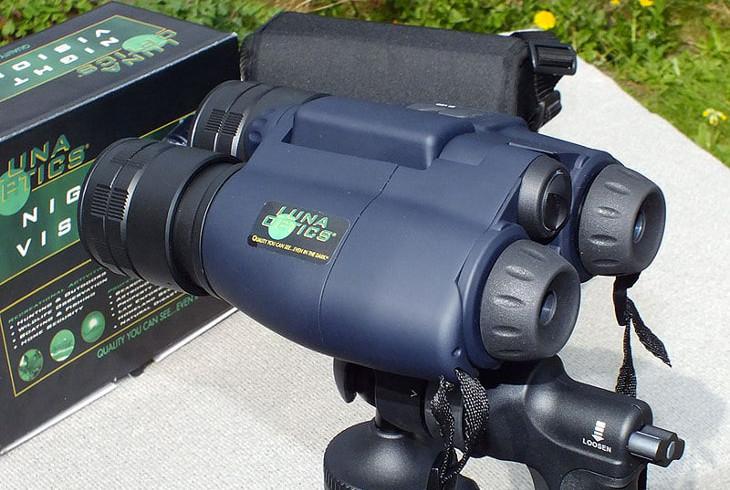 Binoculars-with-NV