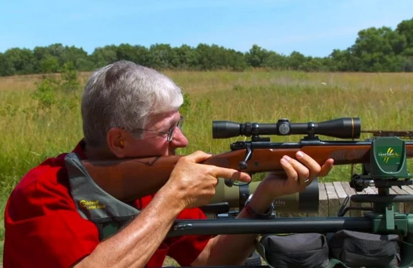 how ti sight in a rifle scope featured