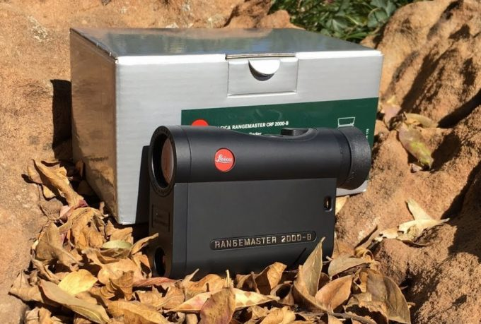 leica rangefinder with box on the leaves